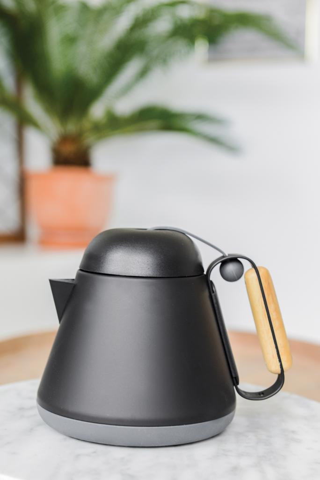 Čajnik, crni